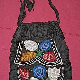 Beaded flowers on Iroquois silk purse; c/1870-1900