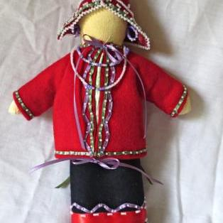 Traditionally dressed MicMac woman doll - C/1750-1800s