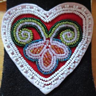 Beaded heart medicine pouch - close